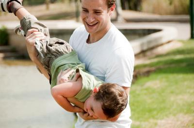 Мужчины: парадоксы отцовства